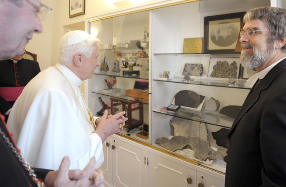 POPE VIEWS DISPLAY AT NEW HEADQUARTERS OF VATICAN OBSERVATORY